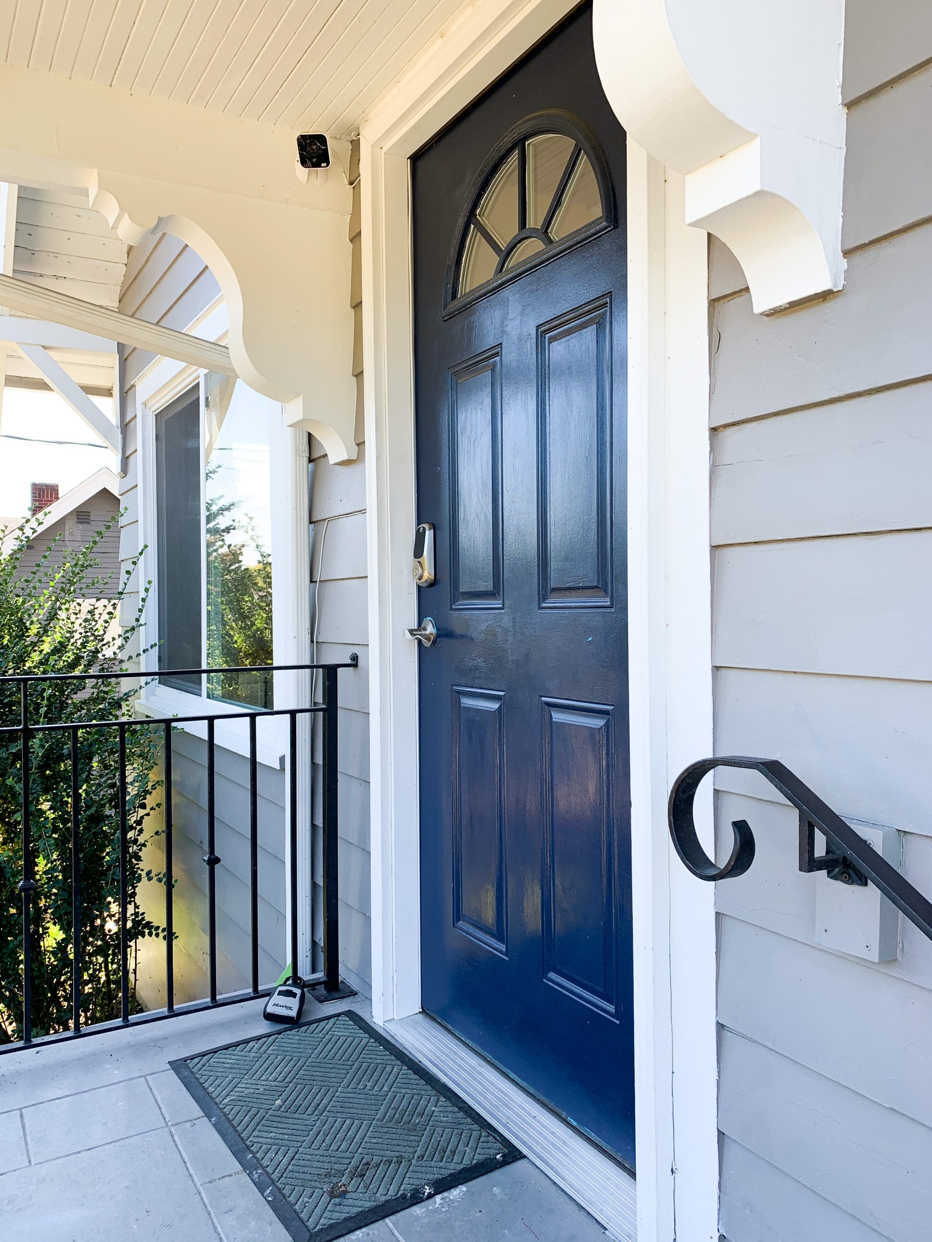 Benjamin Moore Silver Lake Chantilly Lace Exterior Paint Color .003